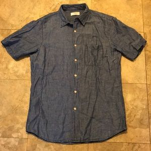 Great condition Uni Qlo chambray button up